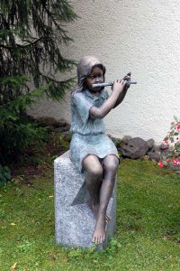 flute-player-h7x