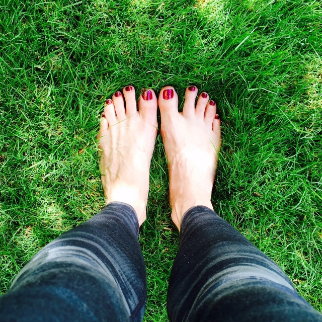 grass_feet