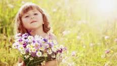 littlegirlwithflowers