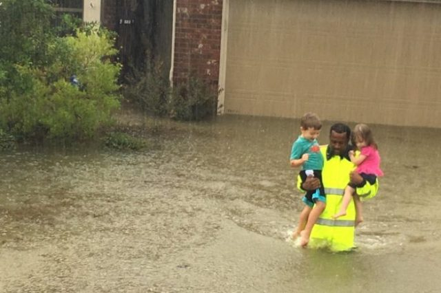 27-houston-flood-rescue-hcso.w710.h473-696x464